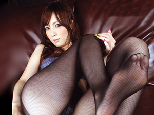 美脚で美尻なお姉さんがパンスト直穿きノーパンSEX!