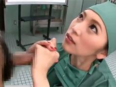 オペが終わり興奮した変態女医に手コキ抜きされる助手