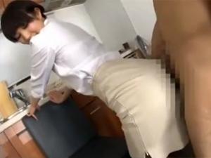 巨尻を童貞チンポに擦りつけ淫語で挑発する痴女OL 湊莉久