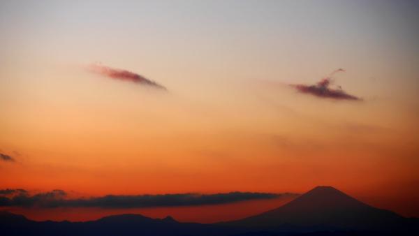 富士山と眉のような雲