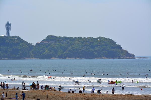 休日の湘南海岸は。