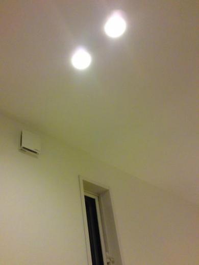 20120509005_階段ホールのダウンライト