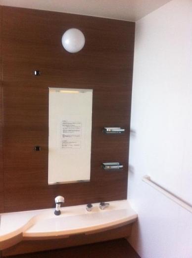 20120506001_浴室カウンター