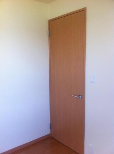20120512001_子供部屋の扉の色