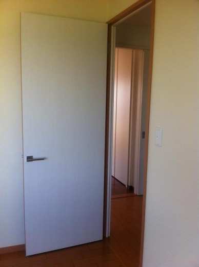 20120512002_子供部屋の扉の色