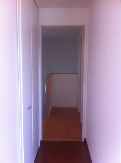 20120516001_寝室の入り口(戸を開けた)