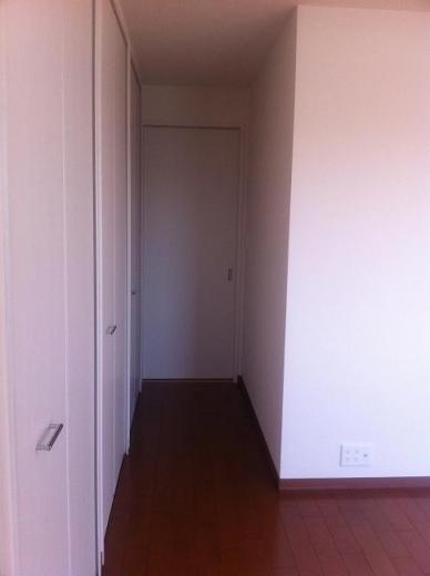 20120516002_寝室の入り口(戸を閉めた)