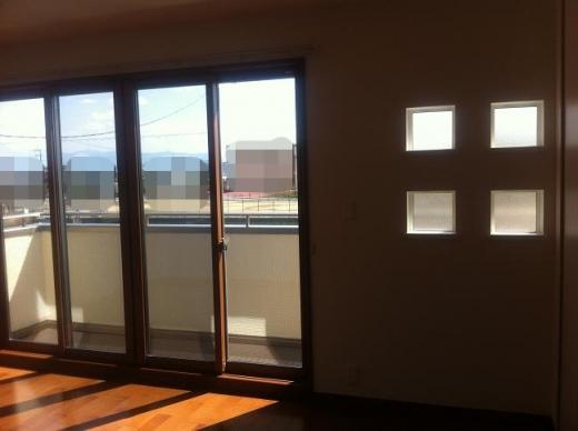 20120518002_大窓の横にあるアクセント小窓