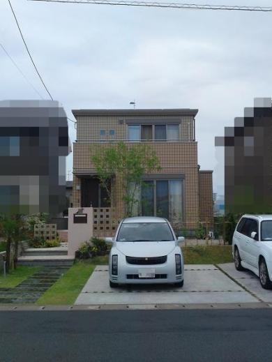 20120518006_家の真正面から見た外壁タイル