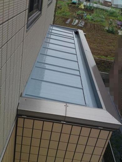 20120519001_寝室の窓から見た凸部屋根