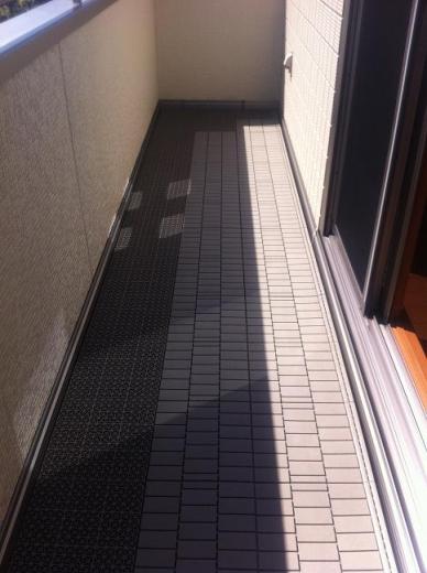 20120524002_バルコニーの床