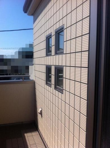 20120524003_バルコニーのアクセント小窓