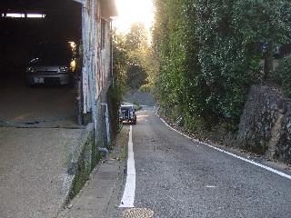 アスファルトの急坂_H22.05.01撮影
