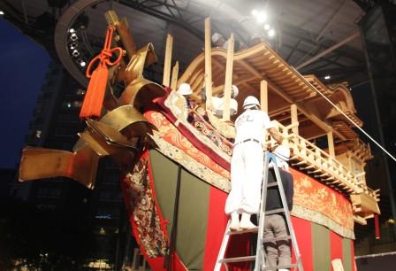 船首に柱を建てる作業_H27.06.19撮影