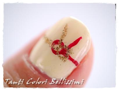 紅白とゴールドでお正月ネイル
