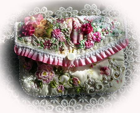ヴィクトリアン刺繍ポ-チ