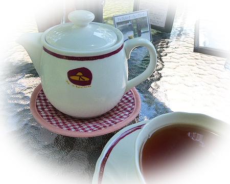 紅茶はポットサ-ビス