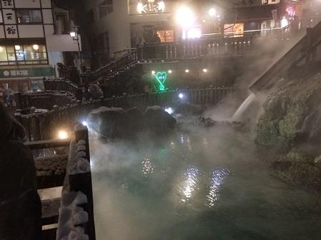 夜の湯畑3