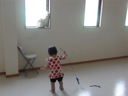 娘の猫との遊び方-2