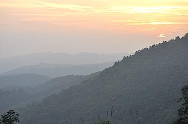 ベトナムの山並