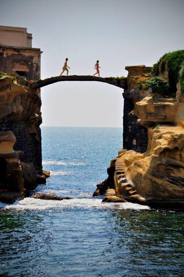 31(海の上の小さな橋)image