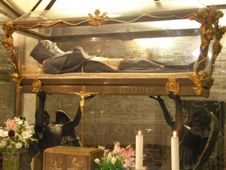 コペルティーノの聖ヨセフ(ご遺体)image
