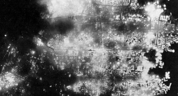 空襲(夜間の日本)image