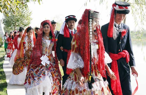 故事(ウイグル自治区のタジク族100組の結婚式)image