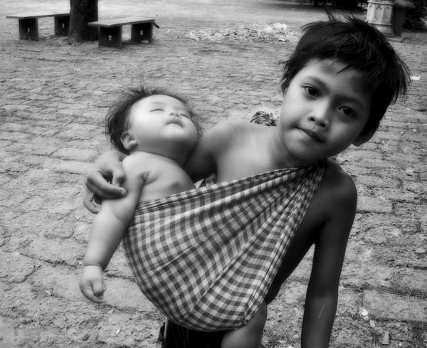 ドル(カンボジアの子守の少年)image