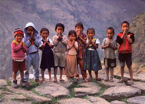 ドル(ネパールで手を合わせる子供たち)image