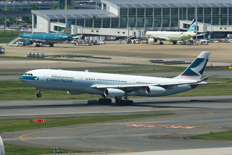 1504福岡空港① (553)FC2