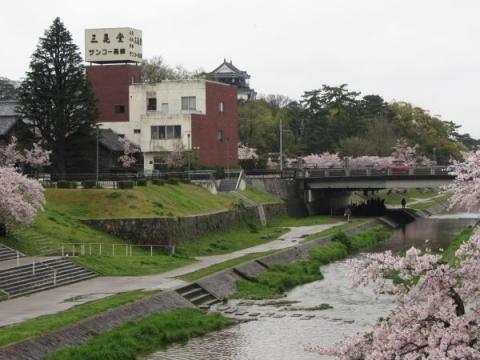 三清橋より伊賀川下流を望む