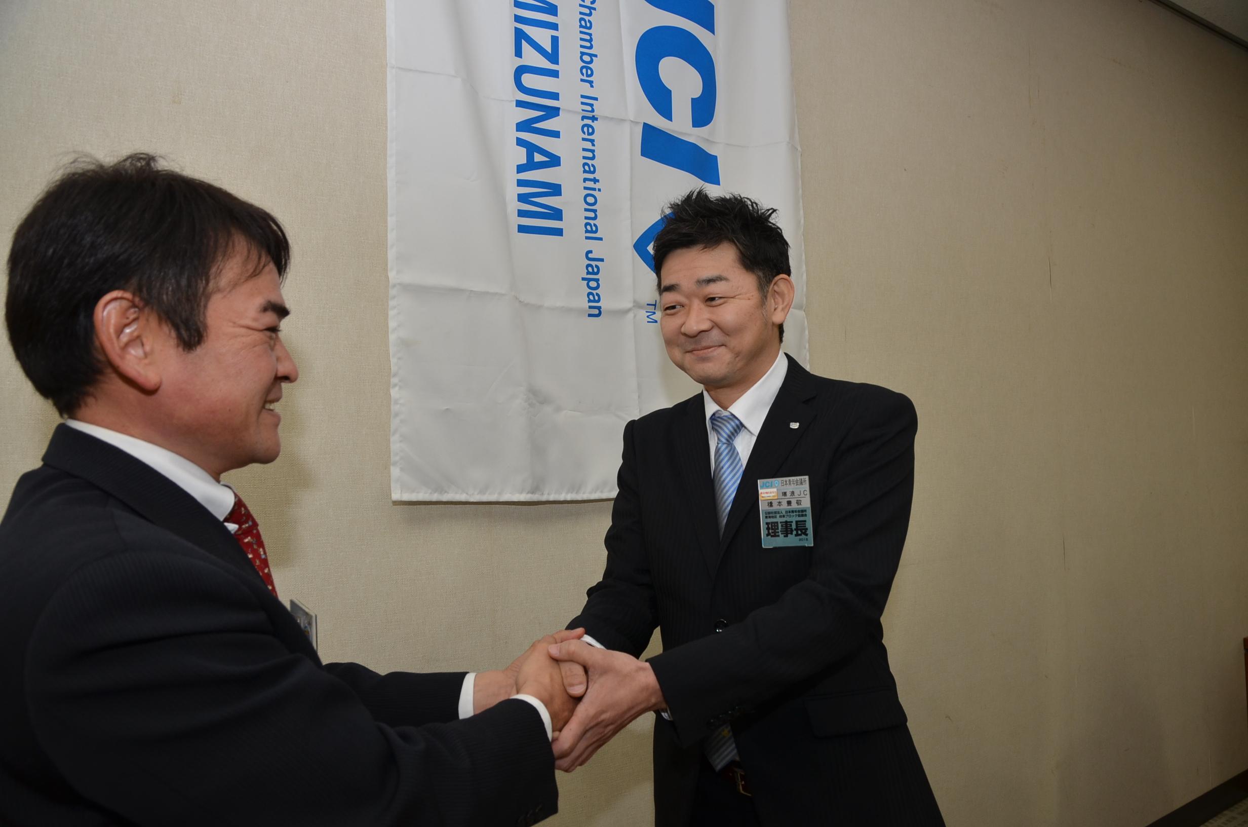 辻作品(Jc|女子中学生)  瑞浪JCは、日本青年会議所から、 昭和40(1965)年12月に、 全国で310番目の青年会議所として、承認を受けた。 今年、創立50周年を迎える。