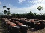 甕で自然発酵させる