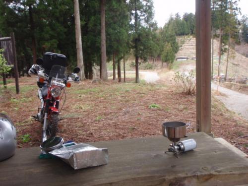 林道で昼食