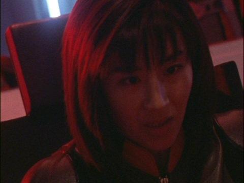 クラーコフに緊迫が走ったときのユミムラ・リョウ隊員(演:斉藤りさ)