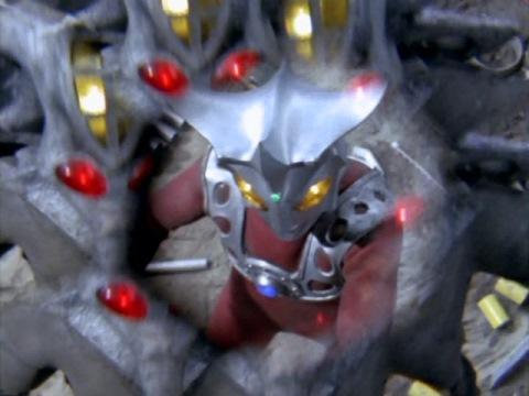 分身でウルトラマンレオを翻弄するフリップ星人