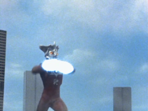 ウルトラマンレオのシューティングビーム発射