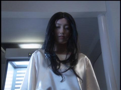 氷の美女 ニーナ(演:上良早紀)