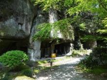 10:34 洞窟群