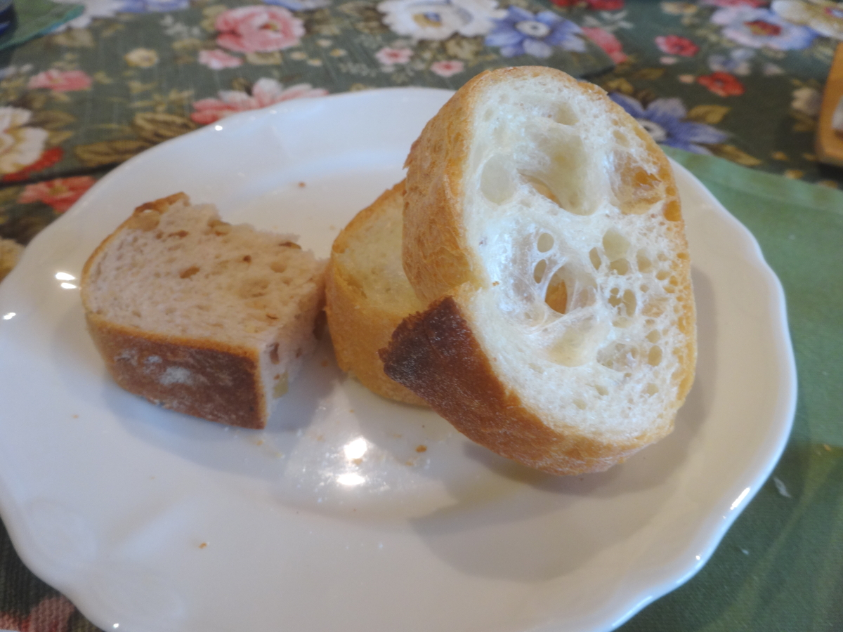 ちょっと齧ったパン