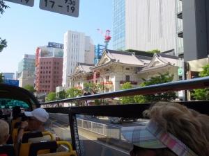 057歌舞伎座手前が築地バス停