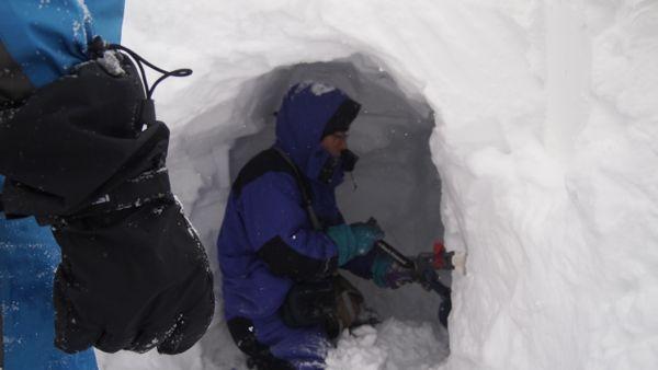 雪洞掘り1