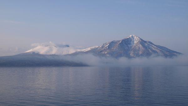 朝の支笏湖P4128139