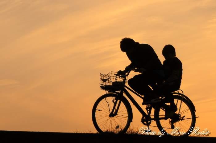 自転車と少年 愛媛県西条市古川 加茂川堤防