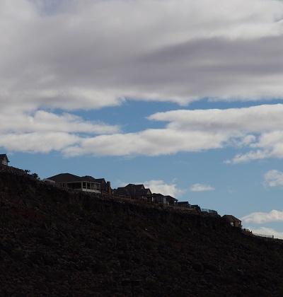 20150208崖の上の家