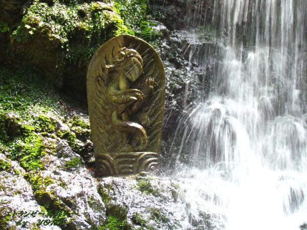 8588飛龍の滝の竜神さま150517