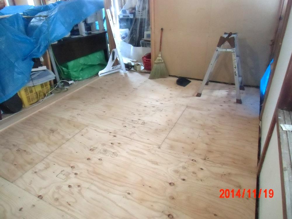 施工中 4.5帖 床組完了(富沢側)