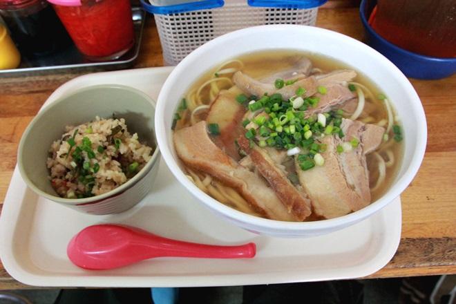 067_高良食堂の肉そば-20141231-181144