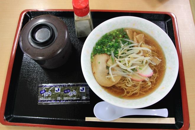082_道の駅「はわい」の牛骨ラーメンとご飯-20141231-181406
